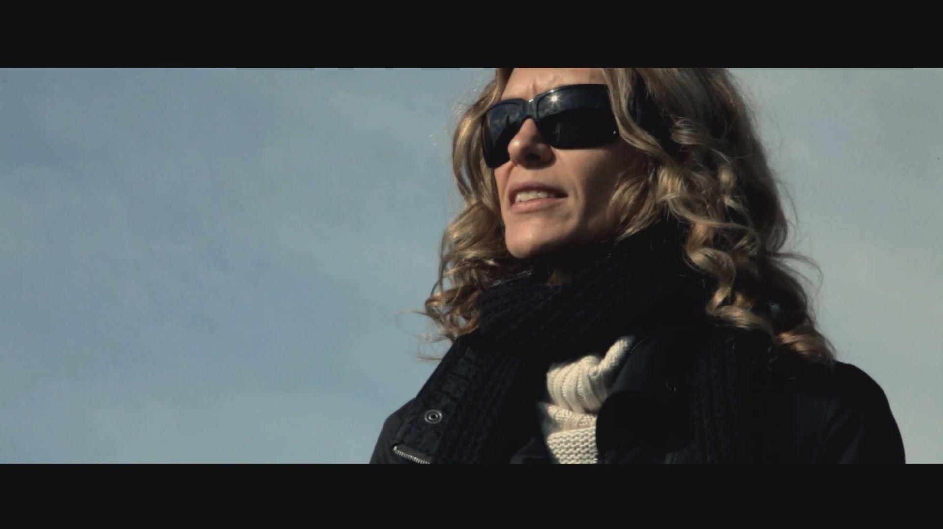 Die Diebin mit Sonnenbrille