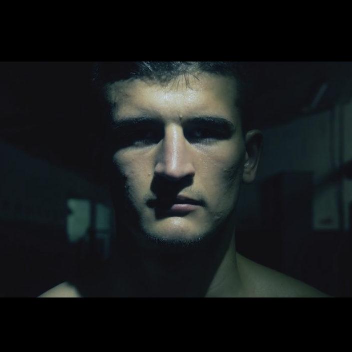 Videoreportage: Xhek Paskali - Mittelgewicht Boxer